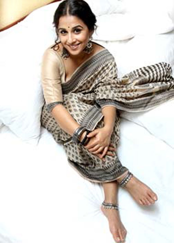 Actress Vidya Balan Latest Hot New Spicy PhotoShoot Stills (7)